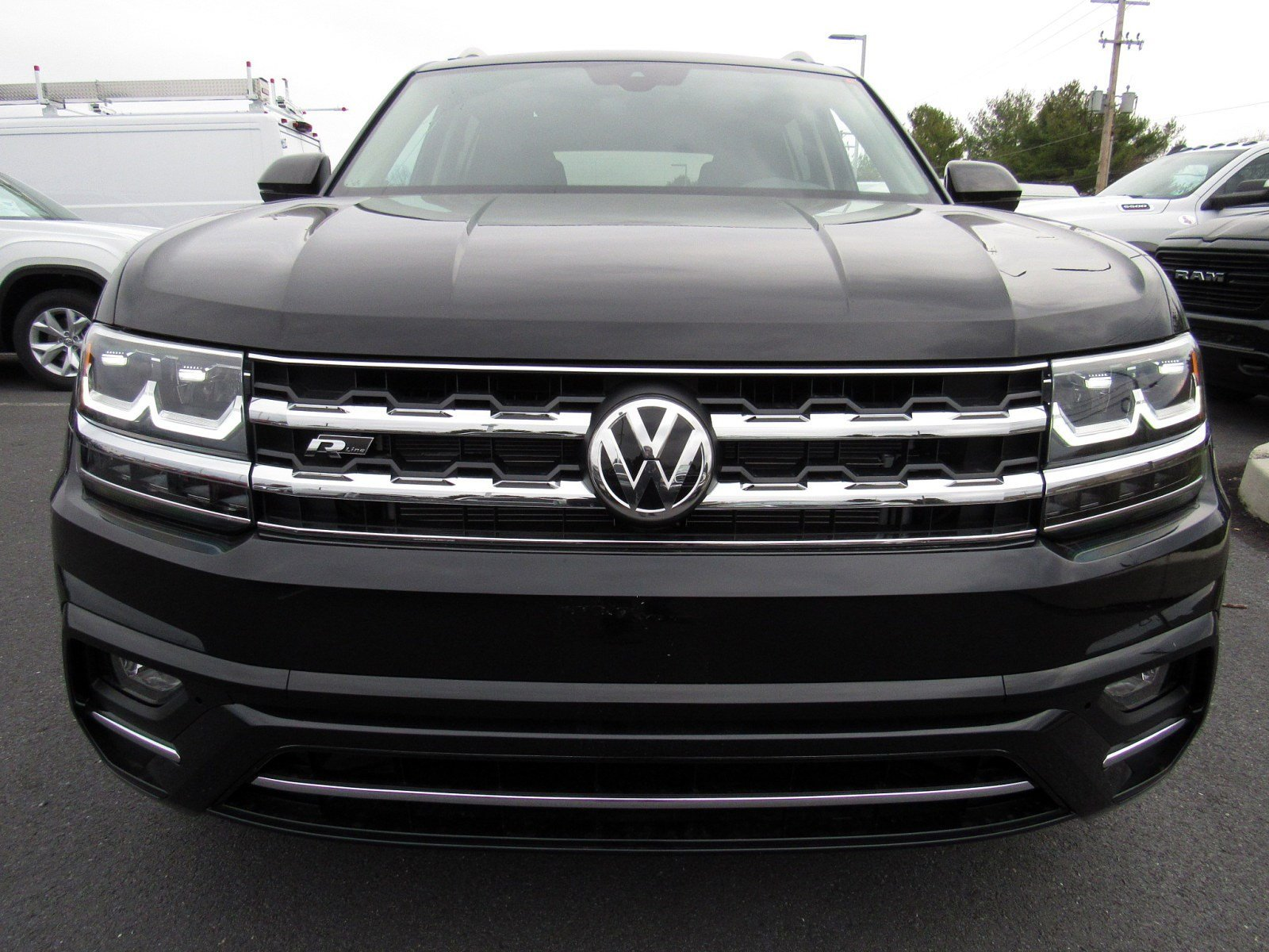 New 2019 Volkswagen Atlas 3.6L V6 SE with Technology R-Line