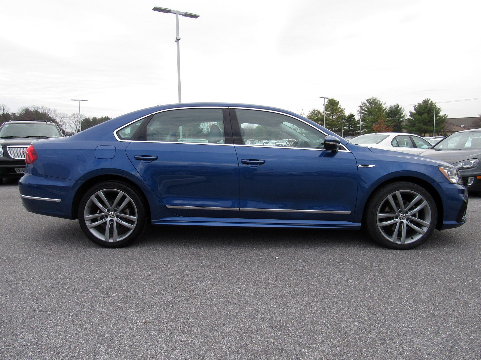 Certified Pre-Owned 2017 Volkswagen Passat R-Line with Comfort Pkg