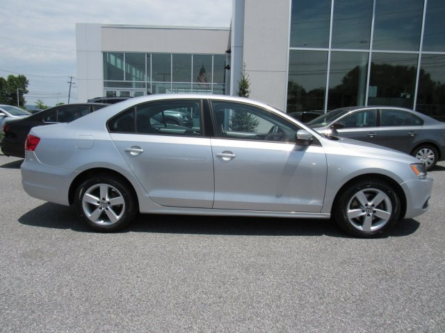 Pre-Owned 2012 Volkswagen Jetta Sedan TDI