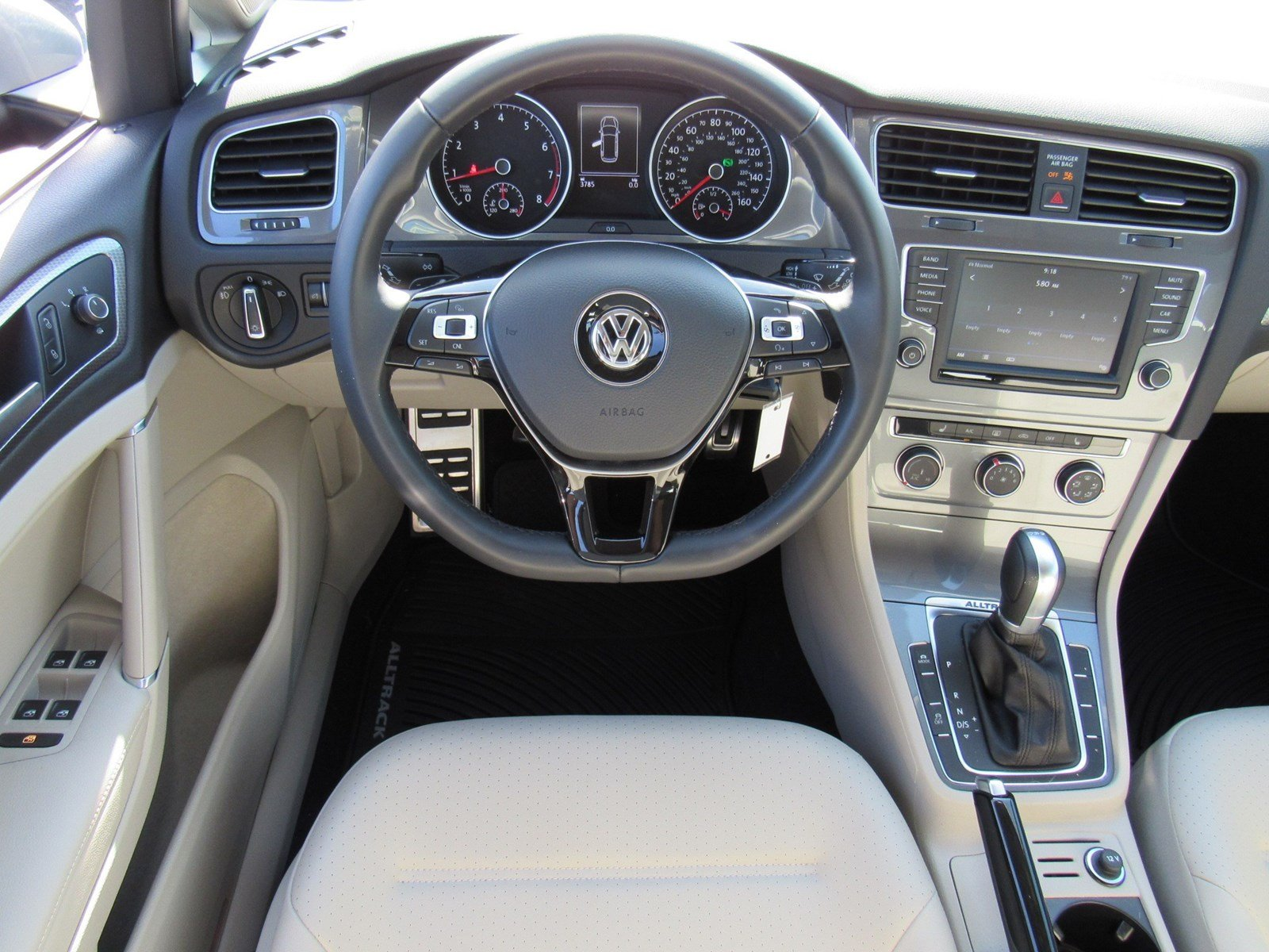 Certified Pre-Owned 2017 Volkswagen Golf Alltrack S