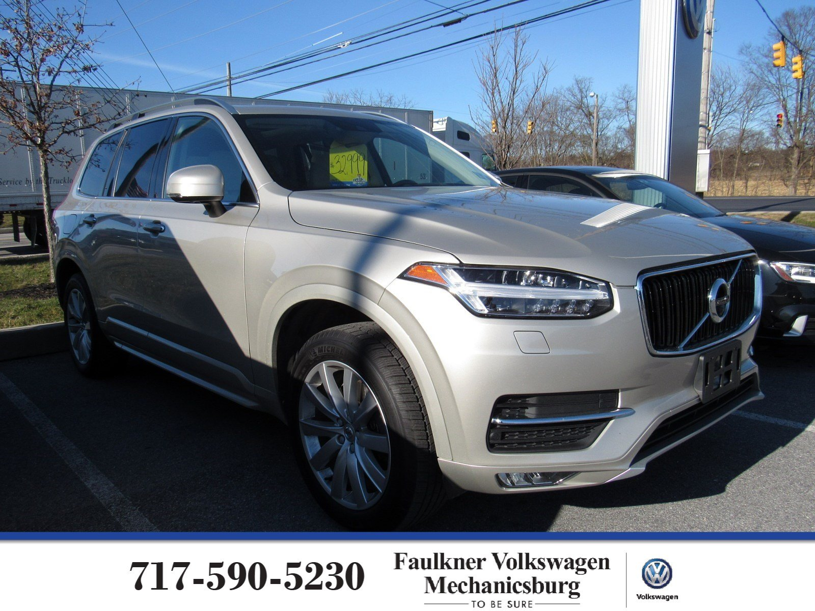 Pre-Owned 2017 Volvo XC90 Momentum