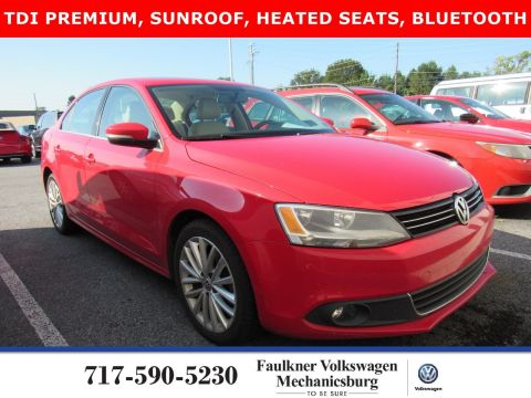 Pre-Owned 2013 Volkswagen Jetta Sedan TDI with Premium/Nav